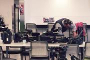 Un agent de la GRC fouille l'équipement des... (PHOTO IVANOH DEMERS, LA PRESSE) - image 1.0