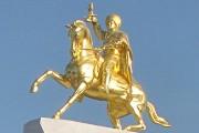 Fondu en bronze et recouvert de feuilles d'or,... (PHOTO AFP) - image 1.0