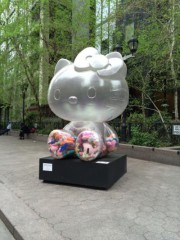 La sculpture Hello Kitty de Sebastian Masuda... (PHOTO FOURNIE PAR LE HAMMARSKJOLD PLAZA) - image 3.0