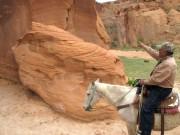 Justin Tso guide les touristes à cheval dans... (Photo Simon Chabot, La Presse) - image 3.0