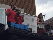 Lisa LeBlanc a livré une prestation d'une vingtaine... (Photo tirée de la page Facebook du Festival d'été) - image 1.0
