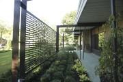 Une grille ouvragée ferme le balcon et permet... (Photo Martin Chamberland, La Presse) - image 1.0