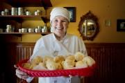 Peggy Regan, propriétaire de la pâtisserie Gryphon. ... (PHOTO MARCO CAMPANOZZI, LA PRESSE) - image 1.0
