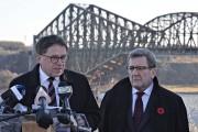 Les deux maires n'ont pas digéré non plus... (Photothèque Le Soleil, Pascal Ratthé) - image 3.0