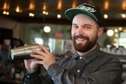 Le barman du Lavanderia, Andrew Whibley.... (Photo Robert Skinner, La Presse) - image 5.0