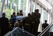 La file de personnes qui s'étire samedi devant... (PHOTO ULYSSE LEMERISE, COLLABORATION SPECIALE) - image 1.0