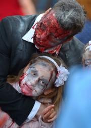 Une cinquantaine de zombies et de morts-vivants ont... (Le Soleil, Yan Doublet) - image 1.0