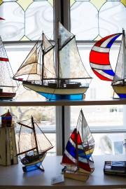 Des bateaux en vitrail d'Yvon Lavoie... (Le Soleil, Caroline Grégoire) - image 2.0
