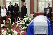 Le premier ministre Philippe Couillard a offert ses... (La Presse Canadienne) - image 1.1