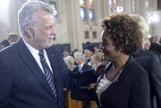Le premier ministre du Québec Philippe Couillard et... (La Presse Canadienne, Paul Chiasson) - image 1.0