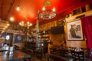 Le restaurant Diablos est décoré comme un «saloon»... (PHOTO ROBERT SKINNER, LA PRESSE) - image 1.0