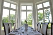 Dans cette salle à manger baignée de lumière,... (Le Soleil, Yan Doublet) - image 1.0