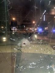 Un impact de balle sur la fenêtre du... (PHOTO DALLAS POLICE) - image 1.1