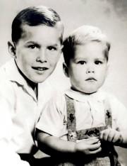 George W. Bush et son petit frère Jeb... (Archives Reuters) - image 2.0