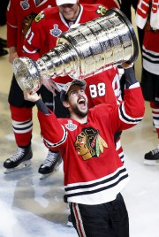 Antoine Vermette, de Saint-Agapit, a soulevé la Coupe... (Associated Press) - image 1.0