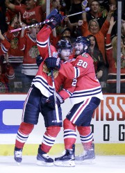 Le défenseur des Blackhawks de Chicago Duncan Keith... (Associated Press) - image 2.0