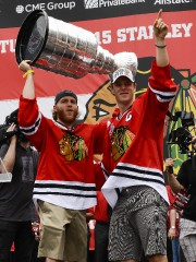 Les attaquants-vedettes des Blackhawks Patrick Kane et Jonathan Toews.... (PHOTO REUTERS) - image 2.0