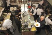 Le chef lyonnais Roland Passot dans les cuisines... (Collaboration spéciale, Marc Tremblay) - image 2.1