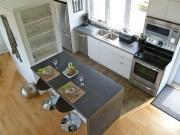 L'espace cuisine est aménagé de façon simple et... (Photo Michèle Laferrière) - image 2.1