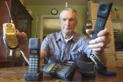 VictorSurerus avait besoin du téléphone cellulaire pour l'aider... (La Presse Canadienne, Fred Thornhill) - image 1.0