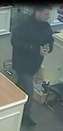 Un voleur s'excusant de commettre son crime auprès... (Courtoisie) - image 1.0