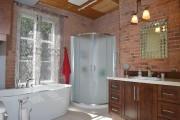 Dans la salle de bain, la baignoire a... (Photo Le Soleil, Jean-Marie Villeneuve) - image 2.0