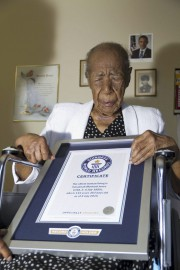 Le Livre Guinness des records a remis à Susannah... (PHOTO AFP / GUINNESS WORLD RECORDS) - image 1.0