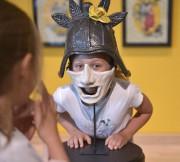 Des masques de samouraïs farfelus amusent les enfants... (Le Soleil, Yan Doublet) - image 1.1