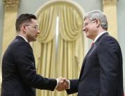 Pierre Poilievre et Stephen Harper à Ottawa en... (ARCHIVES REUTERS) - image 2.0