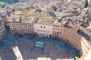 Piazza del Campo à Sienne.... (PHOTO ISTOCKPHOTO) - image 2.0