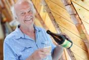Jean-Paul Breton, copropriétaire du Vignoble et Verger CasaBreton... (Photo Le Soleil, Jean-Marie Villeneuve) - image 1.0