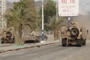 Des véhicules militaires des combattants pro-Hadi se déplacent... (PHOTO REUTERS/STRINGER) - image 1.0