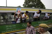 Des Tibétains exilés en Inde crient des slogans... (Photo PRAKASH SINGH, AFP) - image 1.0