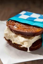 Sandwich glacé au pain caramélisé... (Photo Mathieu Laverdière) - image 1.0