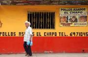 Un homme passe devant le restaurant Chapo, connu... (PHOTO ROBERTO ARMENTA, REUTERS) - image 1.0