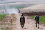 Des soldats turcs patrouillent près de la frontière... (PHOTO AP) - image 1.0