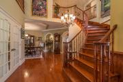 L'entrée est à l'image de toute la maison... (PHOTO FOURNIE PAR PROFUSION IMMOBILIER) - image 2.0