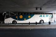 Le chauffeur de l'autobus était effondré par les... (Photo Reuters) - image 1.0