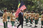 Le président américain a été accueilli en grande... (PHOTO TIKSA NEGERI, REUTERS) - image 1.0