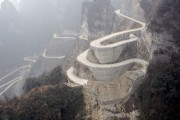 Route du mont Tianmen... (PHOTO ARCHIVES AFP) - image 5.0
