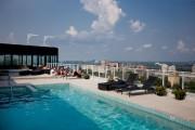 La terrasse et la piscine sur le toit... (PHOTO MARCO CAMPANOZZI, LA PRESSE) - image 7.0