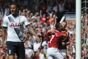 Memphis Depay (7) et Wayne Rooney festoient après... (PHOTO OLI SCARFF, AFP) - image 2.0