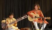 Le joueur de sitar Anwar Khurshid et le... (PHOTO FOURNIE PAR LA MAISON DES ARTS DE LAVAL) - image 1.0