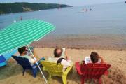 Une chaise en bord de mer, un livre...... (Photo Dany Chartrand) - image 1.0