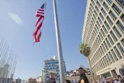 Le drapeau américain a refait son apparition vendredi... (PHOTO PABLO MARTINEZ MONSIVAIS, AFP) - image 1.0
