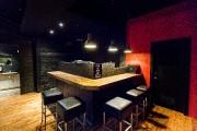 Murs rouges, plancher et bar de bois, ça... (IMACOM, JOCELYN RIENDEAU) - image 1.0