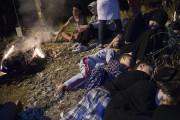 Une famille de réfugiés syriens dort près de... (PHOTO AP) - image 2.0
