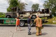 La carcasse calcinée du véhicule récréatif a été... (PHOTO ULYSSE LEMERISE, COLLABORATION SPÉCIALE) - image 1.0