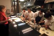 Dans les cuisines du restaurant Terra. À gauche,... (Collaboration spéciale, Marc Tremblay) - image 12.0