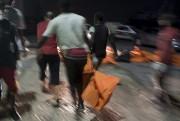 «Jusqu'à présent, 76 cadavres ont été repêchés et... (PHOTO MOHAMED BEN KHALIFA, ASSOCIATED PRESS) - image 1.0